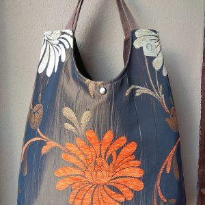 brązowa torba z pomarańczowym kwiatem